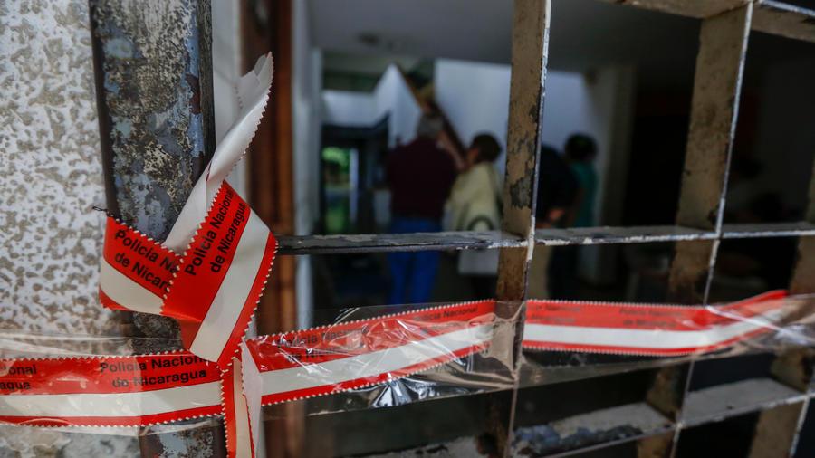 La Policía de Nicaragua decomisó hoy pertenencias de ONG´s y un medio de comunicación críticos con el gobierno de Daniel Ortega