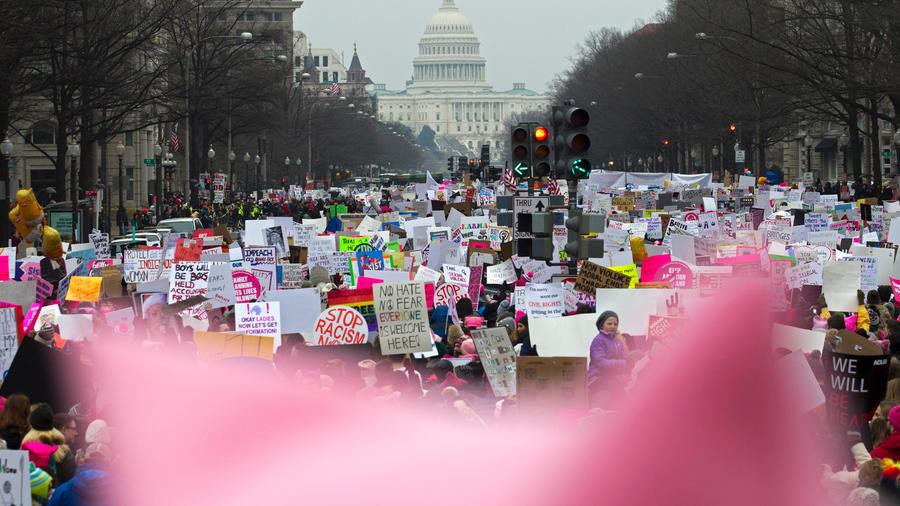 Miles de personas en las calles de Washington para protestar contra las políticas de Trump