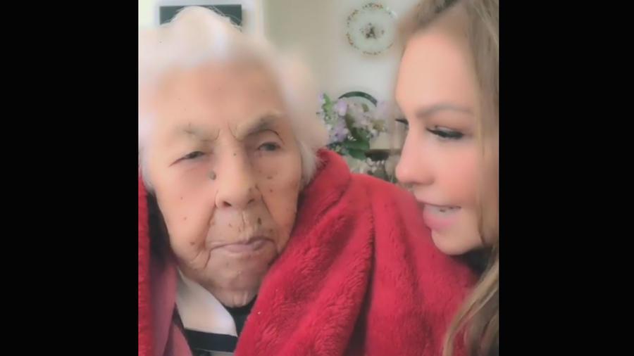 Thalía con su abuelita