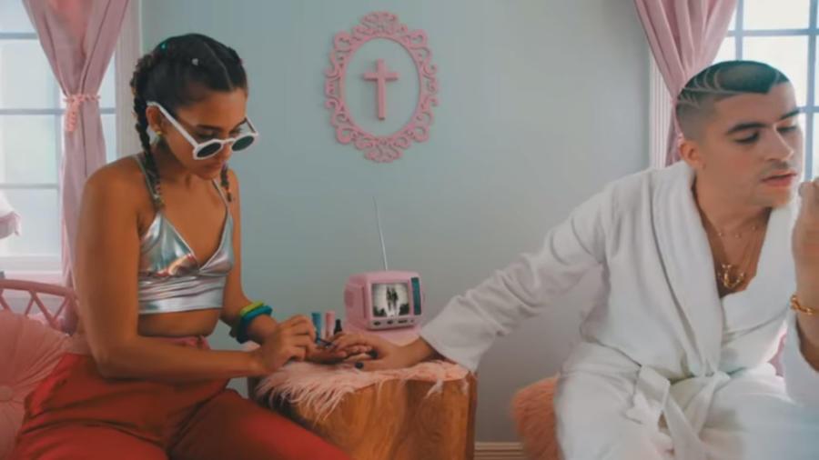 """Bad Bunny en su video """"Caro"""""""