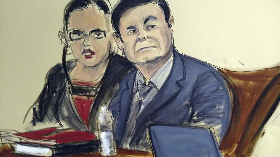"""En este boceto se muestra al capo mexicano Joaquín """"El Chapo"""" Guzmán junto a su intérprete durante su juicio en Nueva York, el lunes 4 de febrero de 2019."""
