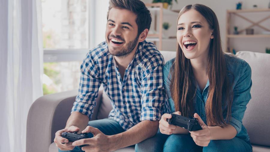 Para jugando video games
