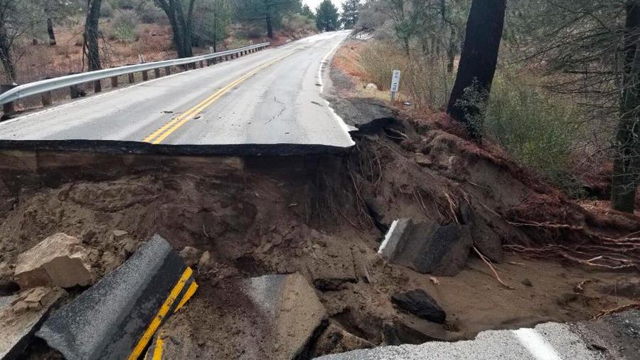 Daños por las tormentas en carreteras de las Montañas de San Jacinto, en California