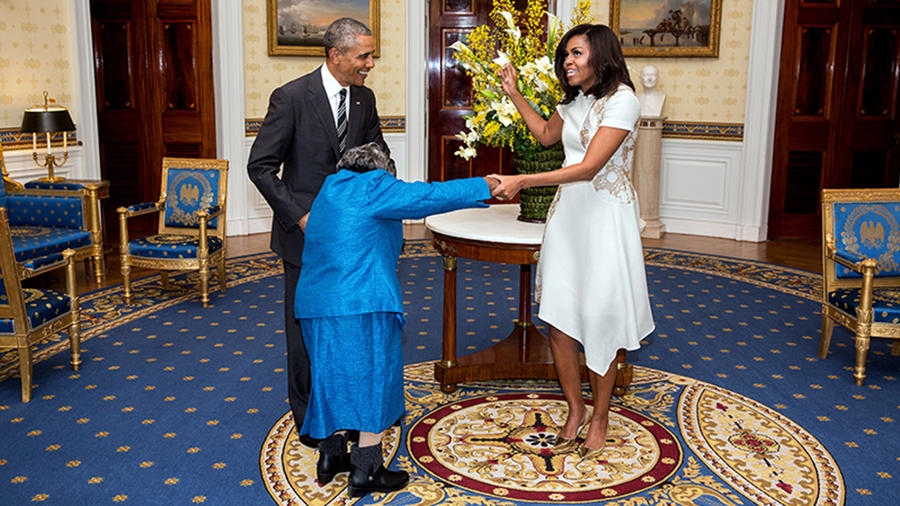 Barack y Michelle Obama junto a Virginia McLaurin