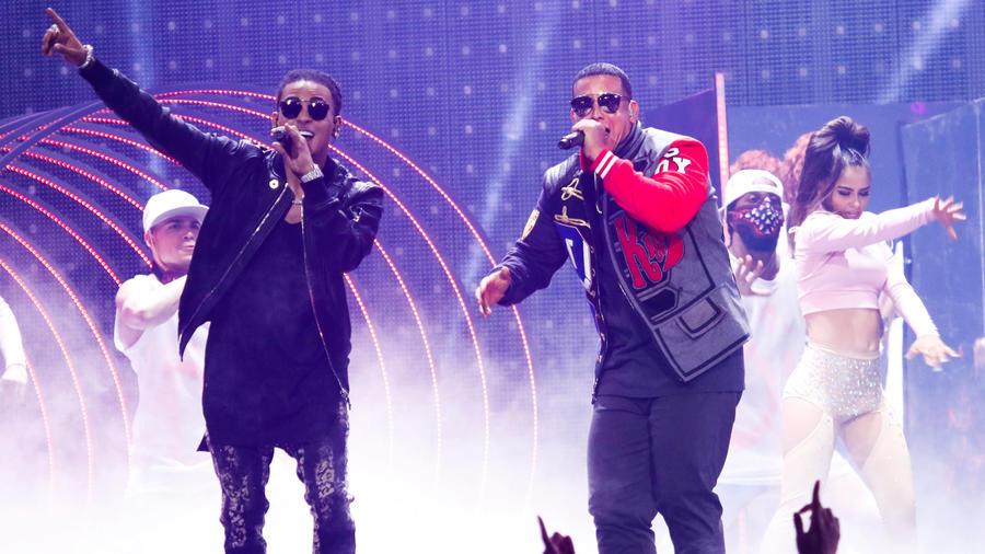 Ozuna con Daddy Yankee en los Premios Billboard