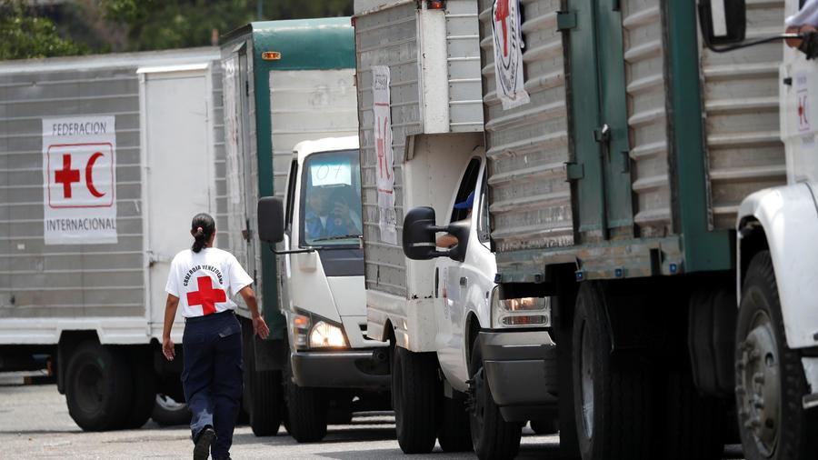 Camiones con ayuda humanitaria de la Cruz Roja hoy en Caracas