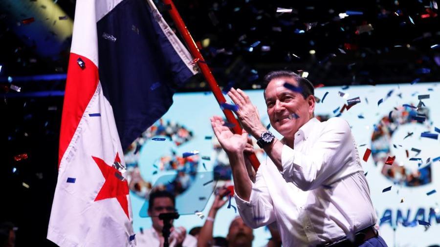 Laurentino Cortizo se dirige a sus simpatizantes tras conocer el resultado de las elecciones de este domingo, en Ciudad de Panamá (Panamá).