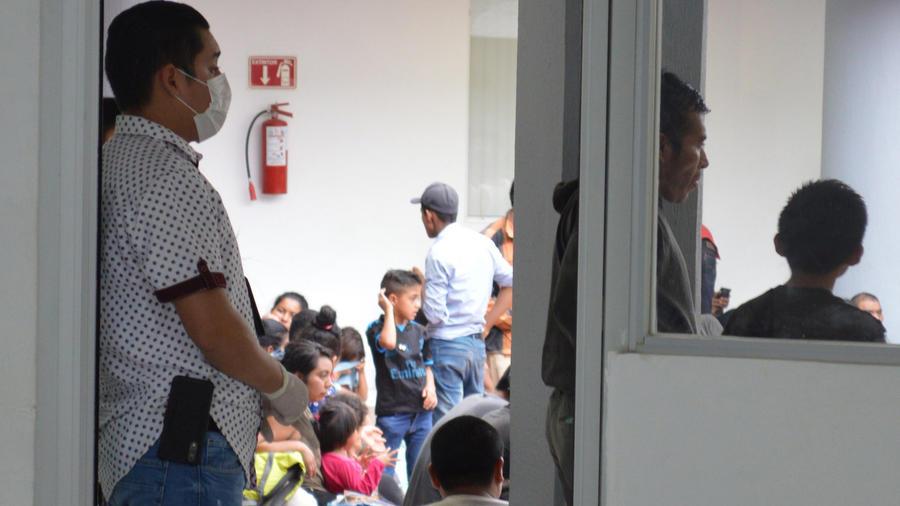 Migrantes centroamericanos interceptados ayer por autoridades federales de México en Tamaulipas