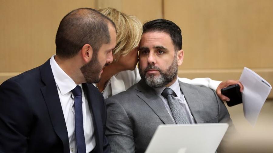 Pablo Ibar junto a su abogado defensor, Joe Nascimento, en una audiencia este miércoles en el tribunal del condado Broward, en Fort Lauderdale, Florida.