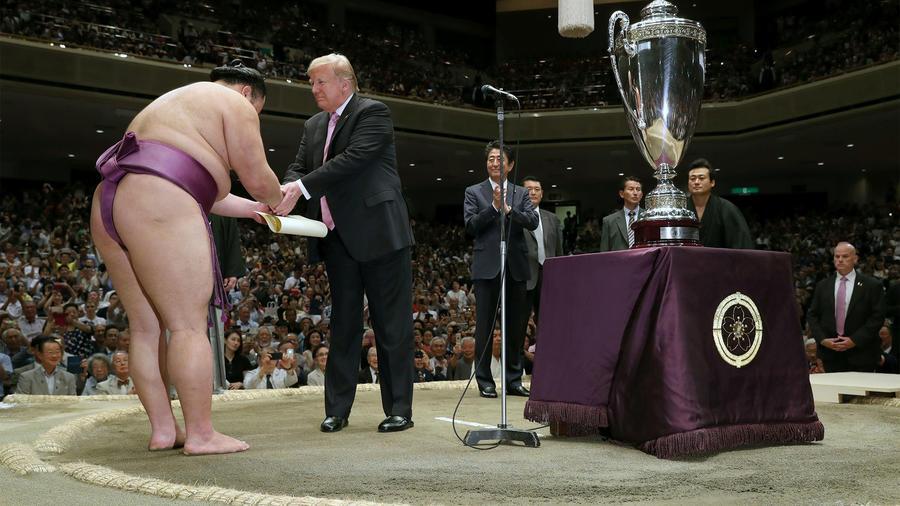 Trump en el torneo de sumos