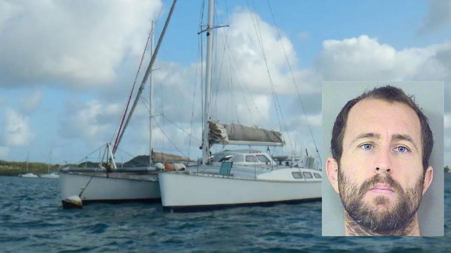 Lewis Bennett  y una imagen de su catamarán.