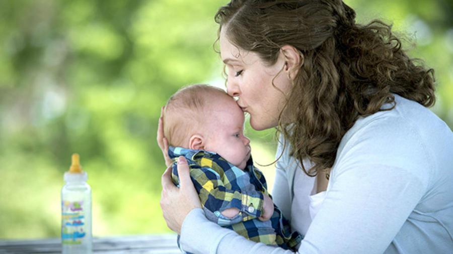 Elizabeth Kough y su bebé