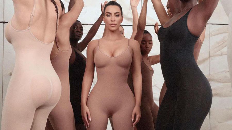 Kim Kardashian presenta sus fajas