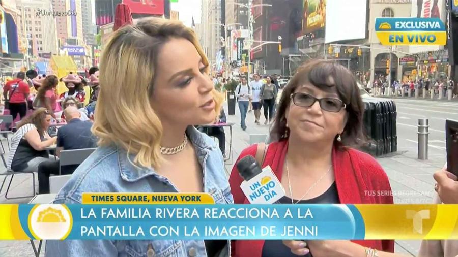 Rosie Rivera y su madre Rosa Saavedra en Time Square