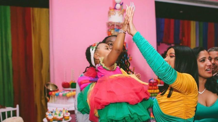 Cardi B le hace fiesta a Kulture