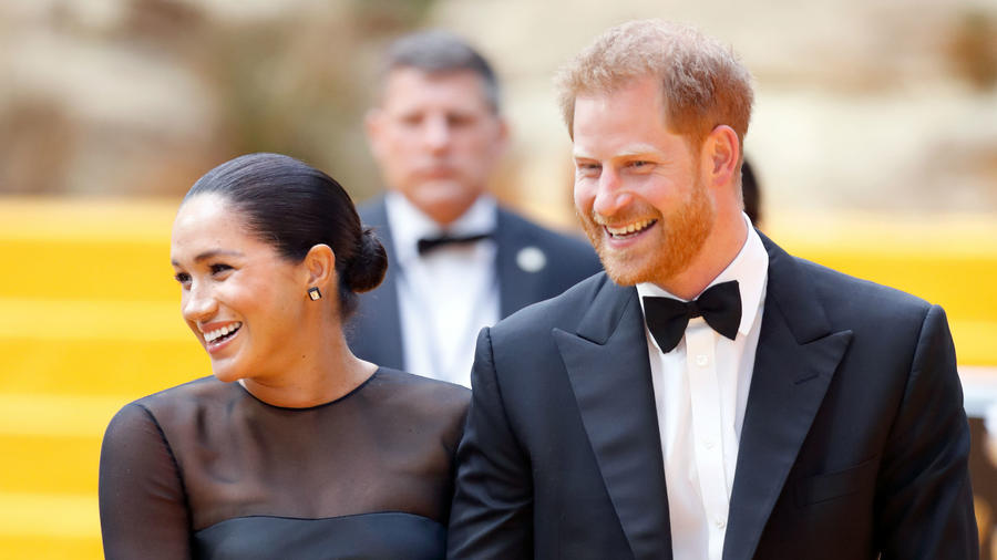 Meghan Markle y príncipe Harry en premiere The Lion King