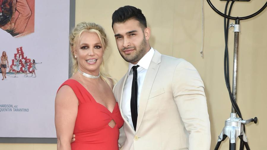 "Britney Spears con su novio Sam Asghari en la premier de ""Once Upon a Time in Hollywood"""