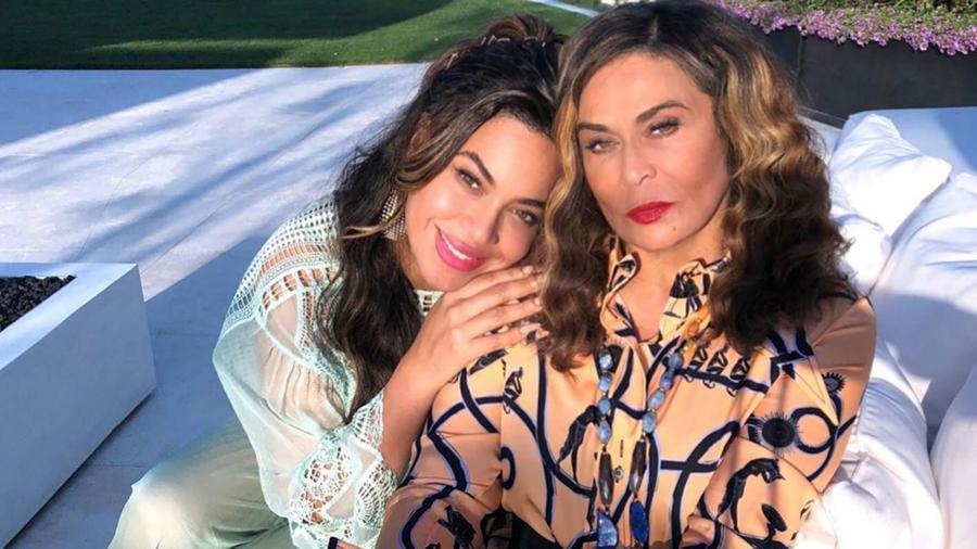 Beyoncé con su mamá, Tina Knowles