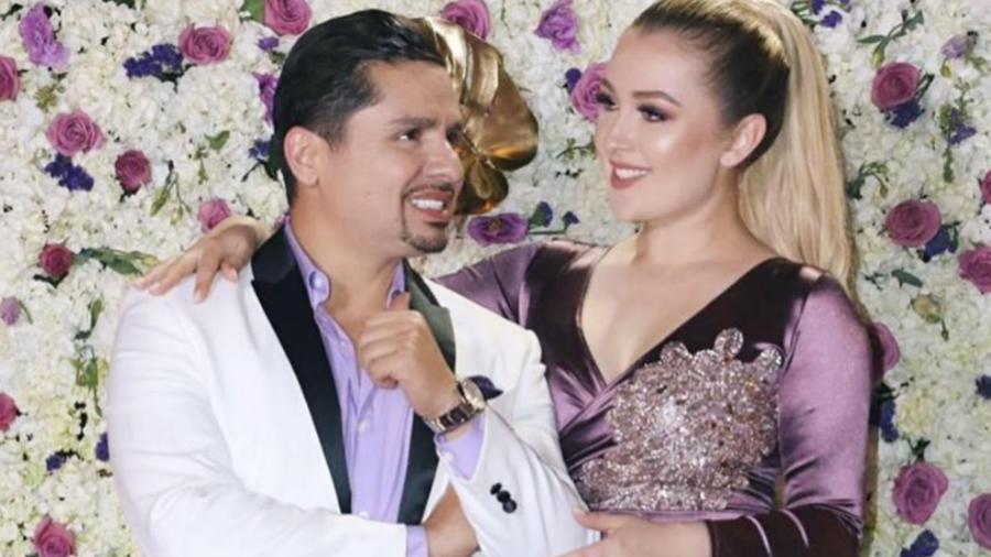 Larry Hernández y su familia se comportan muy generosos con una mesera