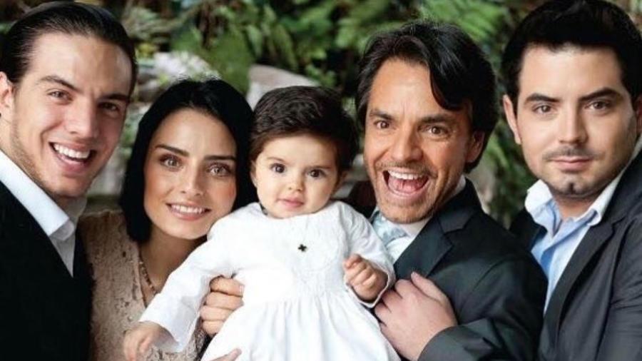 Eugenio Derbez junto a sus hijos Aislinn, Vadhir, José Eduardo y Aitana Derbez