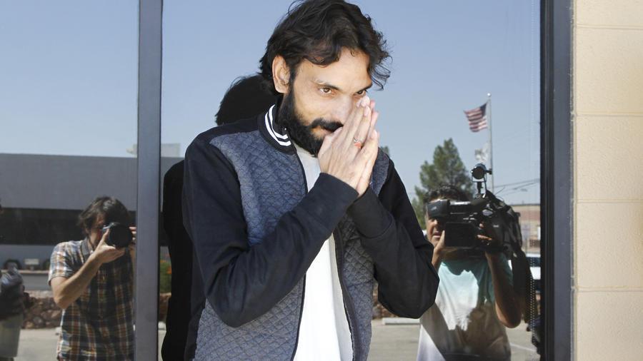 Ajay Kumar tras salir del centro de detención de ICE en El Paso, Texas
