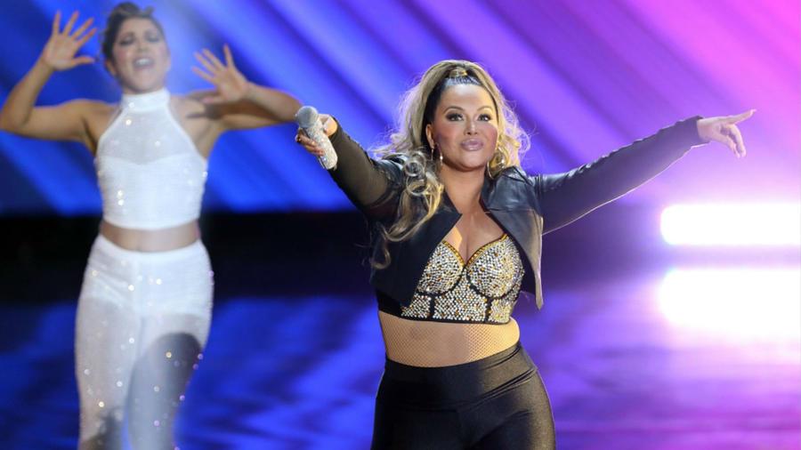Chiquis Rivera en el tributo a Selena Quintanilla durante los Premios de la Radio 2019