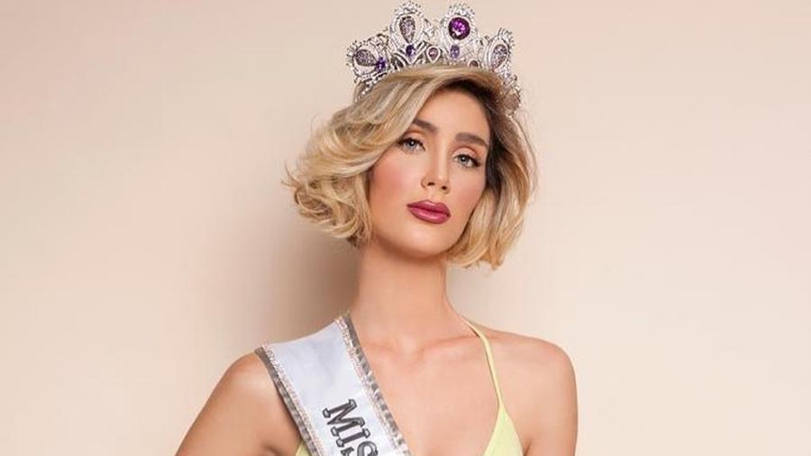 Fiona Tenuta, Miss Uruguay, posando con corona, Miss Universo 2019