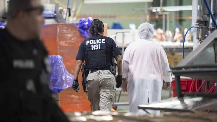 El mexicano fue detenido junto a socios y trabajadores en una de las mayores redadas de la era Trump.