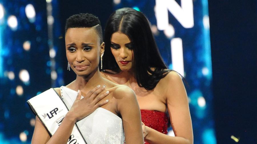 Zozibini Tunzi la Miss South Africa 2019 en la final