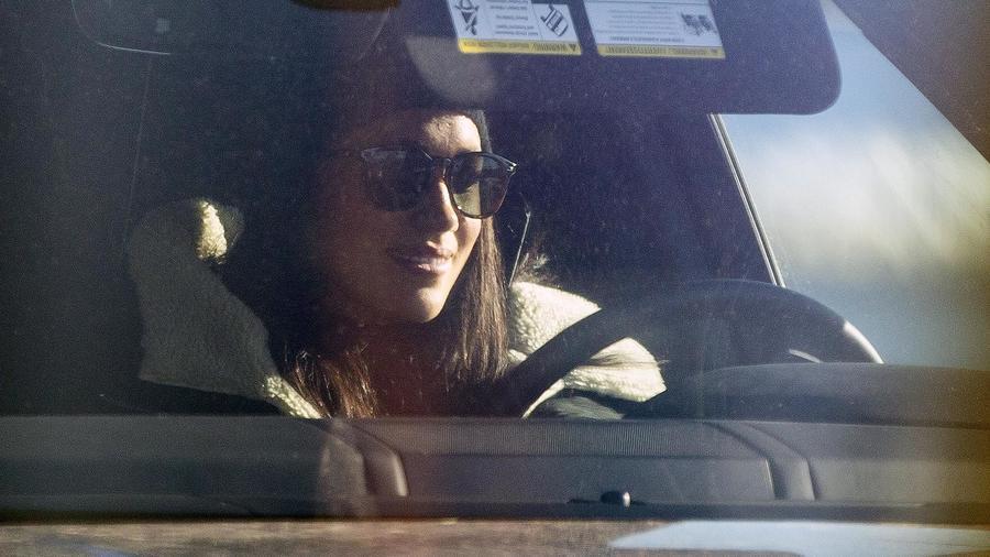 Meghan Markle conduce auto en Canadá