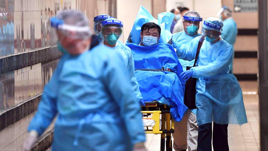 Un paciente en un hospital de China ingresado por síntomas relacionados con el coronavirus.
