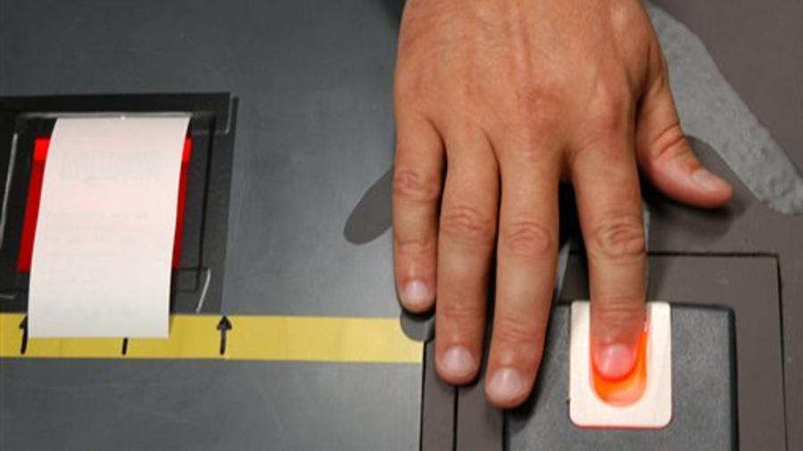 Los datos biométricos incluyen huellas dactilares y capturas de iris.