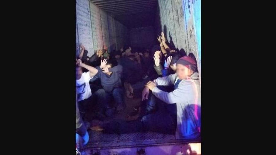 Tráiler cargado de inmigrantes