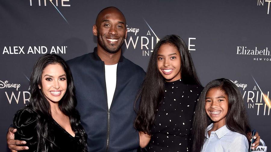 Kobe Bryant ysu familia en febrero del 2018