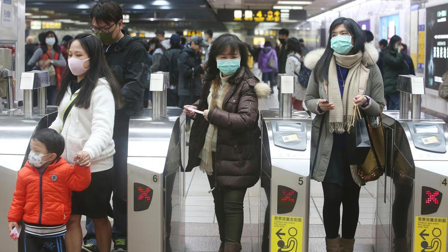 Personas con mascarillas en China este martes.