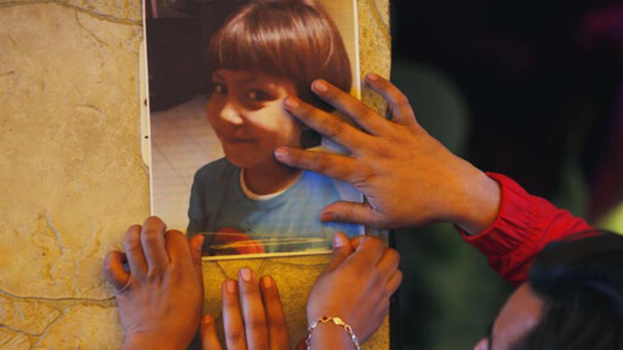 Una foto de Fátima, la niña de 7 años asesinada en México, durante su velorio.