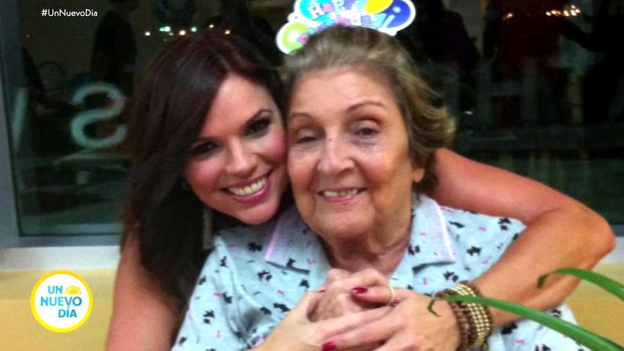 Rashel Díaz y su abuelita