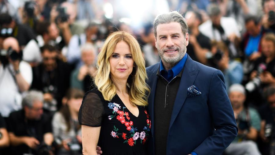 John Travolta confirma en redes el fallecimiento de su esposa, Kelly Preston.