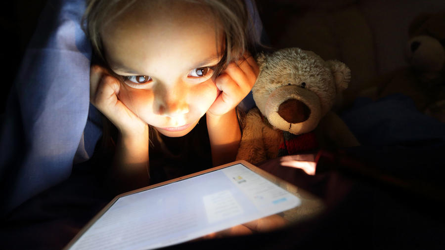 Niños usan pantallas pandemia