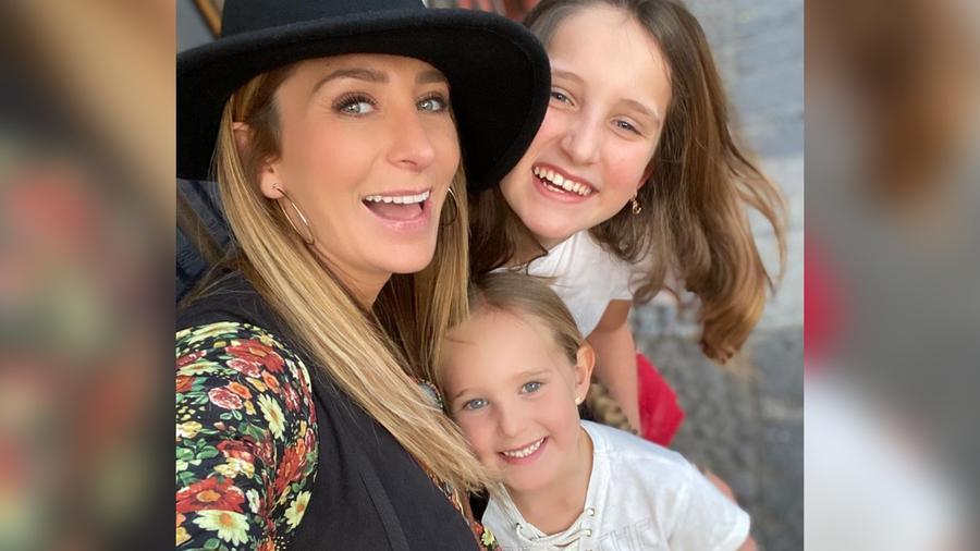 Geraldine Bazán y sus hijas