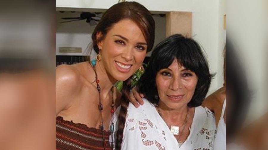 Jacky Bracamontes y Mónica Miguel
