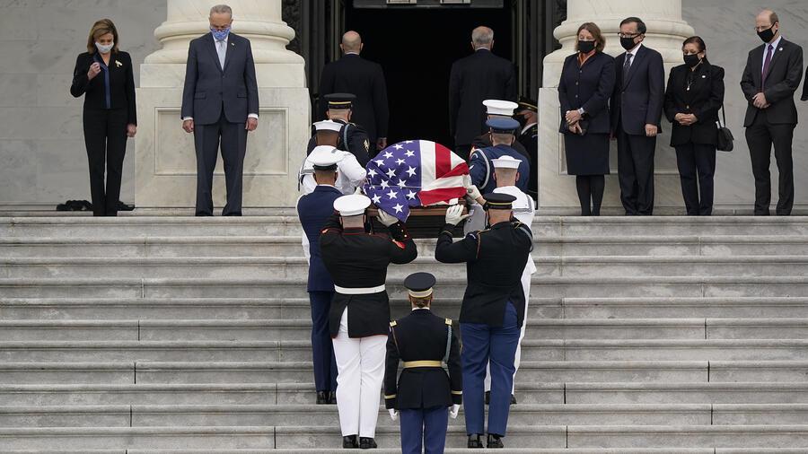 El féretro con los restos de Ruth Bader Ginsburg llegaron este viernes al Capitolio.