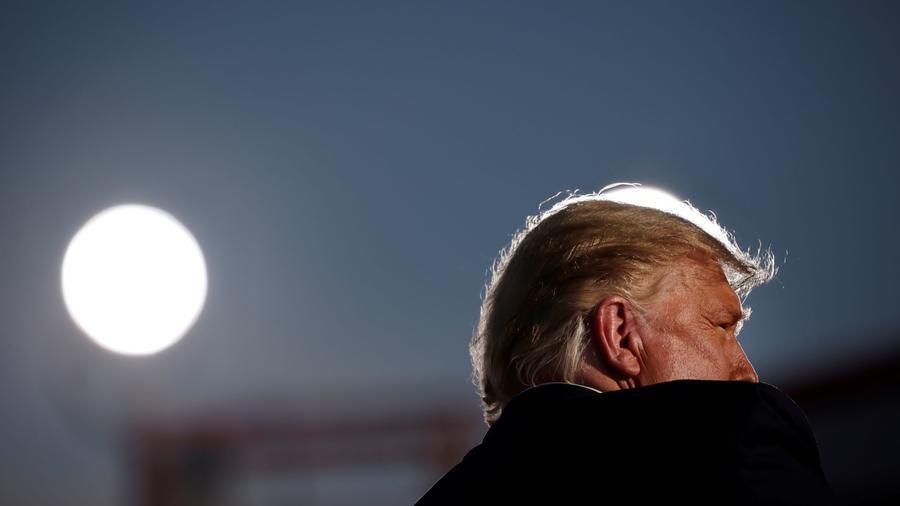 Donald Trump durante un evento con sus seguidores el 19 de octubre del 2020 en el Aeropuerto Internacional de Tucson, en Tucson, Texas.