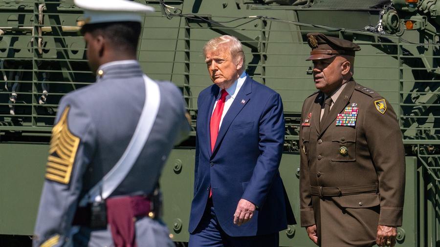 El presidente, Donald Trump, en la base de West Point para una ceremonia de graduación de cadetes el 13 de junio.