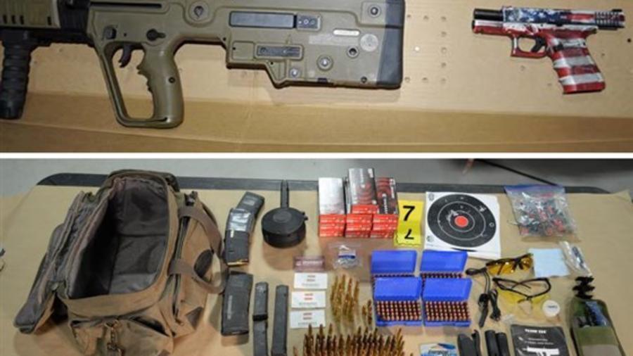 El armamento encontrado dentro del vehículo de un hombre de Colorado que participó en el asalto al Capitolio.