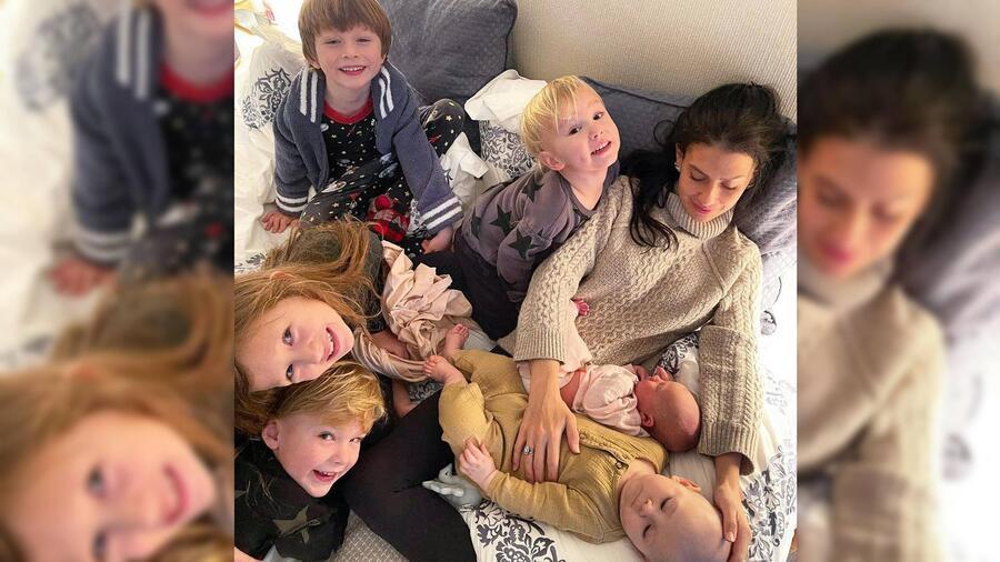 Hilaria Baldwin rodeada de sus hijos