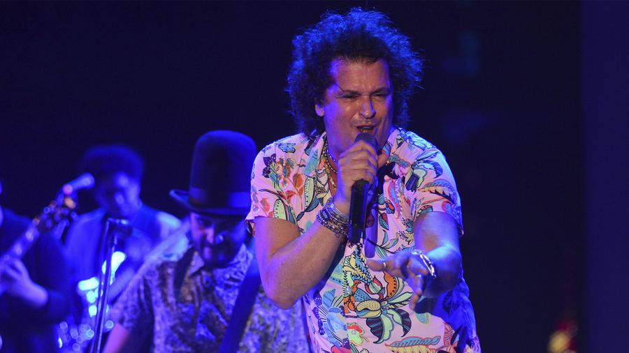 Carlos Vives cantando en Carnaval de Barranquilla