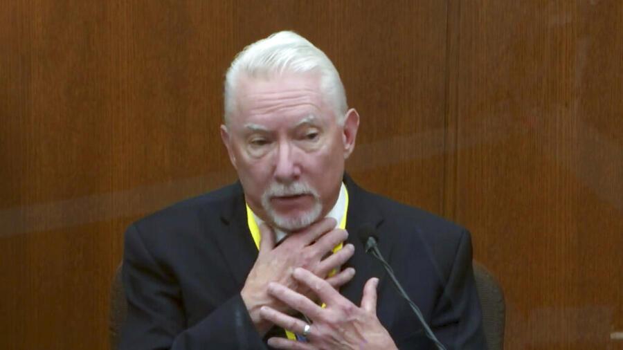 Barry Brodd, experto en el uso de la fuerza, testifica para la defensa en el juicio contra Derek Chauvin por la muerte de George Floyd
