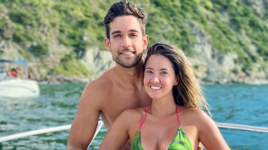 Lenard Vanderaa y Daniella Álvarez en la playa