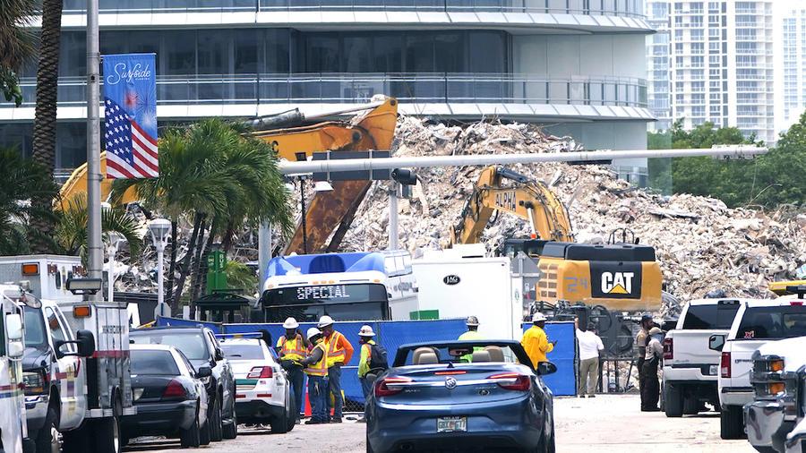 Así se veía el 13 de julio el sitio donde se derrumbó un condominio en Surfside, Florida. Los equipos tardaron poco más de un mes para localizar a todas las personas que murieron en la tragedia.